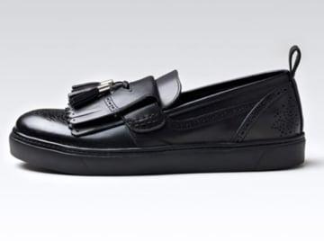 ラクしてばっちりキマる勝負靴。結婚式二次会からデニムスタイルまでOK