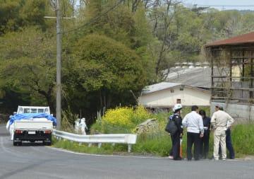 防疫作業などの準備が行われる、豚コレラが新たに発生した愛知県瀬戸市の養豚場の付近=22日午前