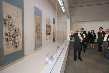 妖怪やお化けを描いた浮世絵の企画展=19日、長岡市の県立歴史博物館