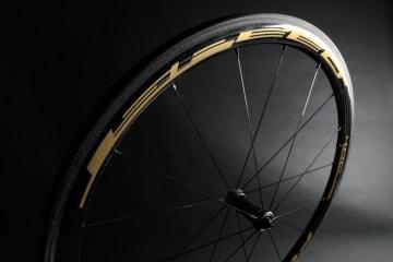 フルクラムの日本限定アイテム「スピード40C ゴールド」限定発売