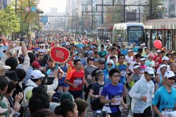 2018年のおかやまマラソン=岡山市・桃太郎大通り