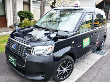 3年間で約120台導入する新型タクシー=岐阜市鶴田町、日本タクシー本社