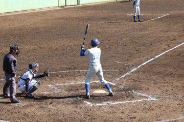 2打点をあげる活躍を見せた村田(理I・2年)(写真は軟式野球部提供)