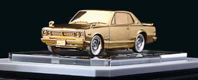 札幌で初展示となる24金の「日産スカイライン2000GT―R」(札幌三越提供)