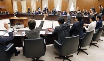 強制不妊救済法案を全会一致で可決した参院厚労委=23日午前