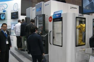 人手不足に対応するため、自動化システムの需要が高まる(昨年11月に開催した国際展示会「JIMTOF]