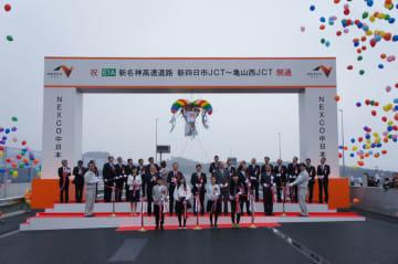 3月17日には新東名高速道路の一部区間が開通