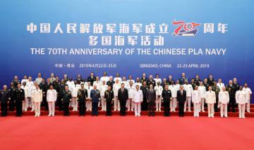 習近平氏、中国海軍創設70周年行事参加の外国代表団団長らと会見