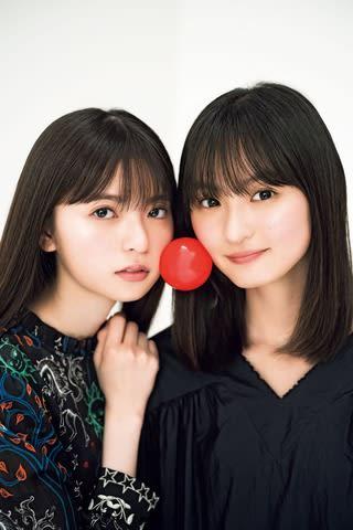 「週刊少年マガジン」第21・22合併号の表紙に登場した「乃木坂46」の齋藤飛鳥さん(左)と遠藤さくらさん