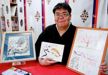 刈谷さんが描いた(左から)みずち、えとのイノシシ、桜