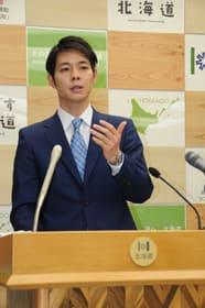 「持てる力を尽くして北海道の新時代を切り開いていく」と語る鈴木知事