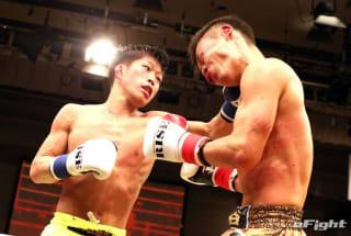 2018年3月、元Krush王者の瀧谷渉太に左フックをクリーンヒットさせる金子