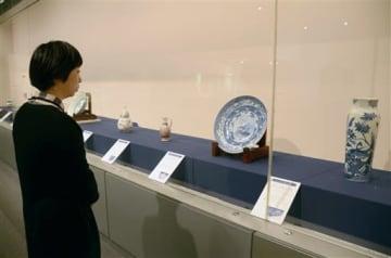 有田焼などの名品が並ぶ八代市立博物館の春季特別展「肥前陶磁の美」=八代市