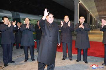 金正恩氏、ロシア訪問に向け特別列車で出発