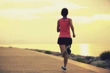"""中国メディアが日本の""""四つん這い女子選手""""を引き合いに、中国人ランナーの不正を非難=「マラソン精神を冒涜するな」"""