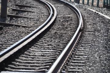 JR南武線線路内で煙、枕木付近燃える 300人に影響
