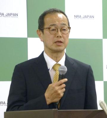 記者会見する原子力規制委員会の更田豊志委員長=24日午後、東京都港区