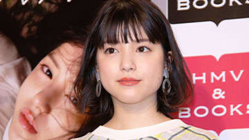 写真集「月刊川島海荷・元」の発売記念イベントに出席した川島海荷さん