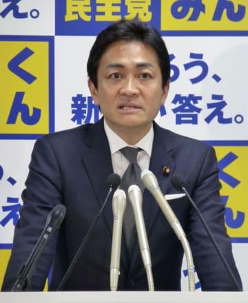 地方組織の幹部を集めた全国幹事会などの合同会議であいさつする国民民主党の玉木代表=24日午後、東京・永田町の党本部
