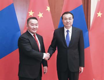 李克強総理、モンゴル大統領と会見 政治的相互信頼の強化を強調