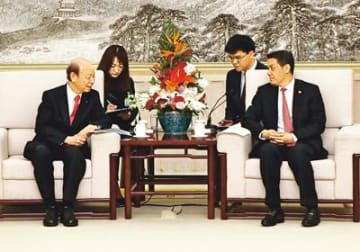 上海の空港発着枠緩和を 訪中の知事、共産党対外連絡部に要請