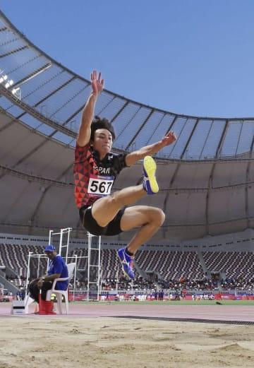 男子走り幅跳び決勝 日本歴代2位の8メートル22で優勝した橋岡優輝=ドーハ(共同)
