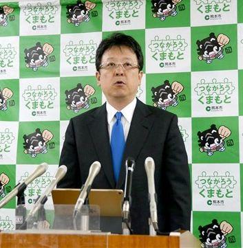 記者会見で、来年も「東京ガールズコレクション」を開催する考えを明らかにした大西一史市長=熊本市役所