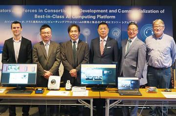 左からCrossbarのシルバイン・デュボワ・バイスプレジデント、Gyrfalcon Technologyのビン・リー・バイスプレジデント、mtes Neural Networksの濵田晴夫副社長、および原田隆朗社長、RoboSensingのマシュー・コバヤシCEO、およびディディエ・ラクロアCTO