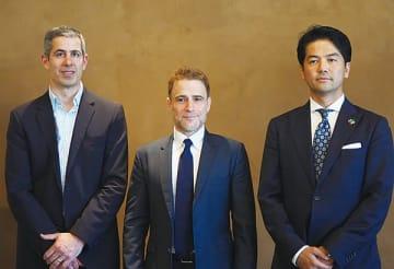 左からSlack Technologies スチュワート・バターフィールドCEO兼共同創業者、同じくイラン・フランク氏、Slack Japan 佐々木聖治カントリーマネージャー