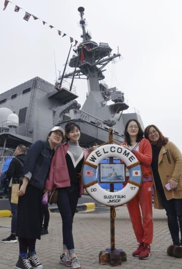 일본함 공개에 中관람객 행렬