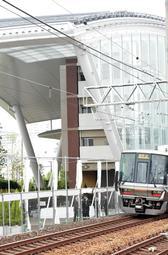 尼崎JR脱線事故から14年を迎えた現場=25日午前7時44分、尼崎市久々知3(撮影・後藤亮平)