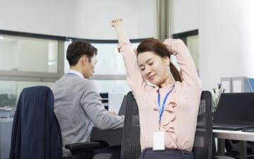 肩こり、イライラを解消! 簡単「椅子ヨガ」のやり方
