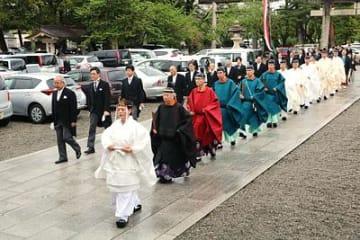 戦没者の冥福祈る 県護国神社