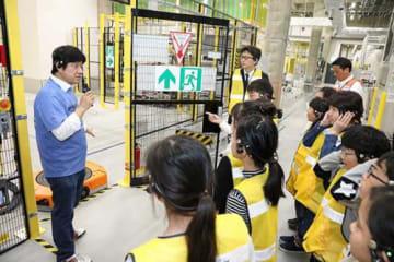 アマゾン/大阪の茨木FCで市長と小学生招き施設見学会