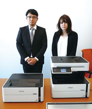 セイコーエプソンの有賀 翔氏(左)とエプソン販売の三好智美氏