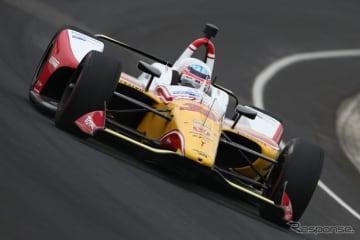 #30 佐藤琢磨がインディアナポリスのテストでトップタイムを記録(通常レース時とは異なるカラーリングで出走)。