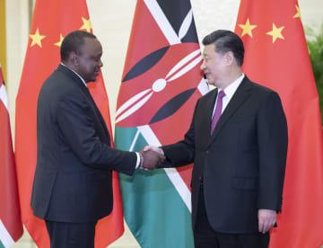 習近平主席、ケニア大統領と会見 協力強化で一致