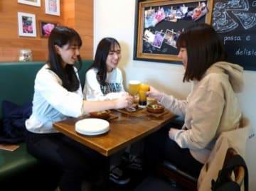 京王電鉄、「はしご酒×女子大生」企画を実施 昭和女子大学とコラボ