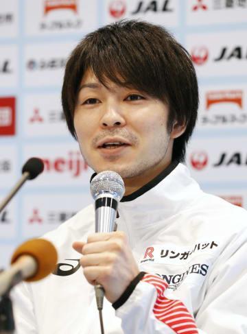 個人総合の全日本選手権を前に記者会見する内村航平=25日、高崎アリーナ