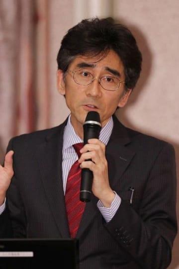 山陽時事問題懇談会の岡山会場例会で講演する藤波氏