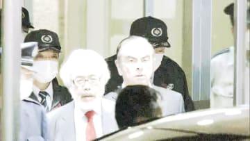ゴーン氏ノー変装で再保釈 計15億円納付 妻・キャロルさんと面会制限も