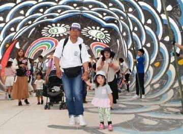 70回目の節目「童話祭」 5月5日 玖珠町で 巨大こいのぼり「くぐり抜け」、記念切手販売… [大分県]
