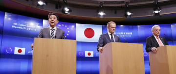 Japan, EU leaders meet to promote free trade, seek success of G-20