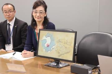 完成したアニメーション映像の一部を披露する職員=県庁