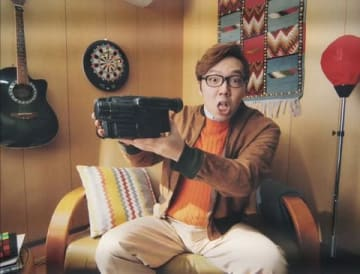 ウェブ動画「もしも平成元年に僕らがいたら」に出演したHIKAKINさん