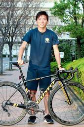 病気と不登校を乗り越え、トライアスロンで活躍する本多晴飛。来年の東京五輪後の2024年パリ大会を目指す=明石市内