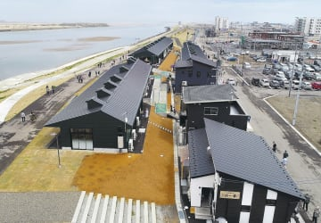 名取川の堤防沿いに建てられた「かわまちてらす閖上」