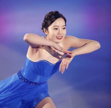アイスショーで演技する本田真凜=新横浜スケートセンター