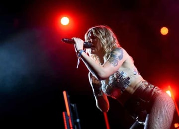 Tove Lo goes flashes her breasts at Coachella