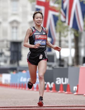 女子 2時間27分27秒で15位だった一山麻緒=ロンドン市街(AP=共同)